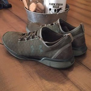 Under Armour Charged Army green Size 13